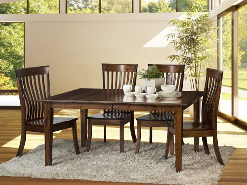 Classic Leg Table with Kennebec Chairs